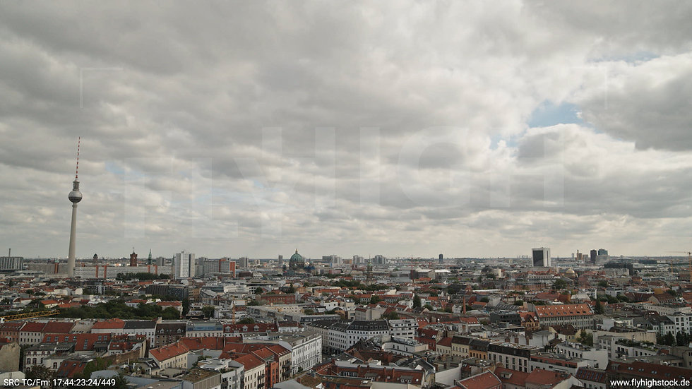 Berlin Volkspark am Weinberg Alexanderplatz Skyline Hub tagsüber 4