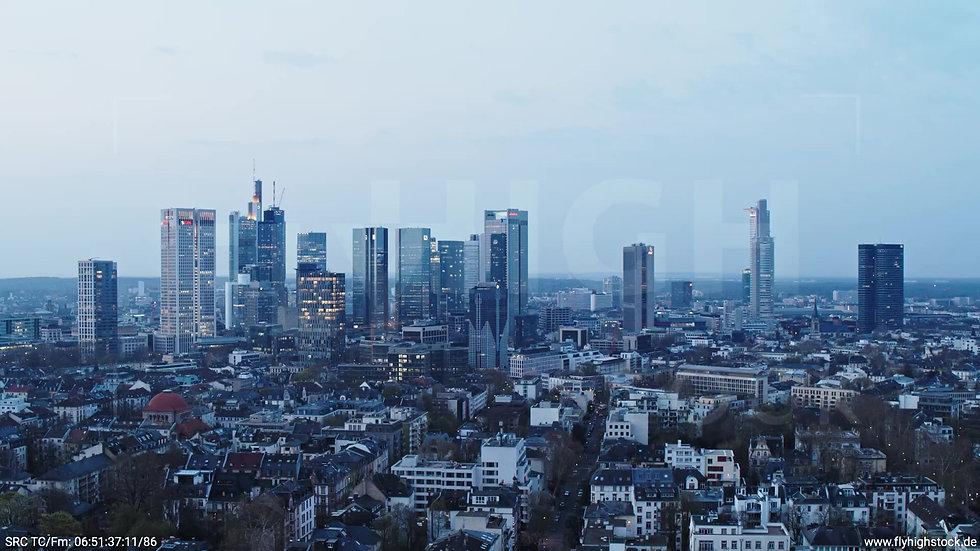 Frankfurt Grüneburgpark Parallelflug Skyline morgens 5