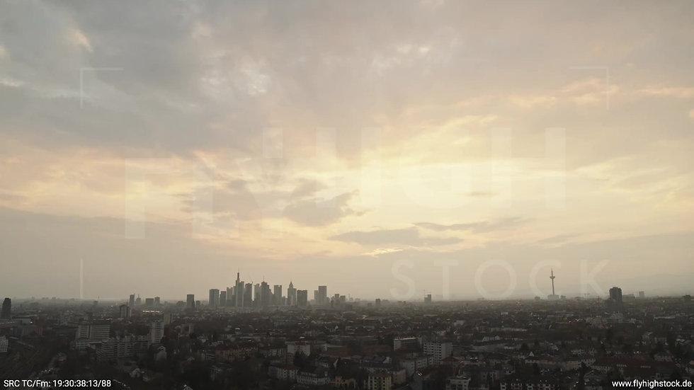 Frankfurt Ostpark Zuflug Skyline abends