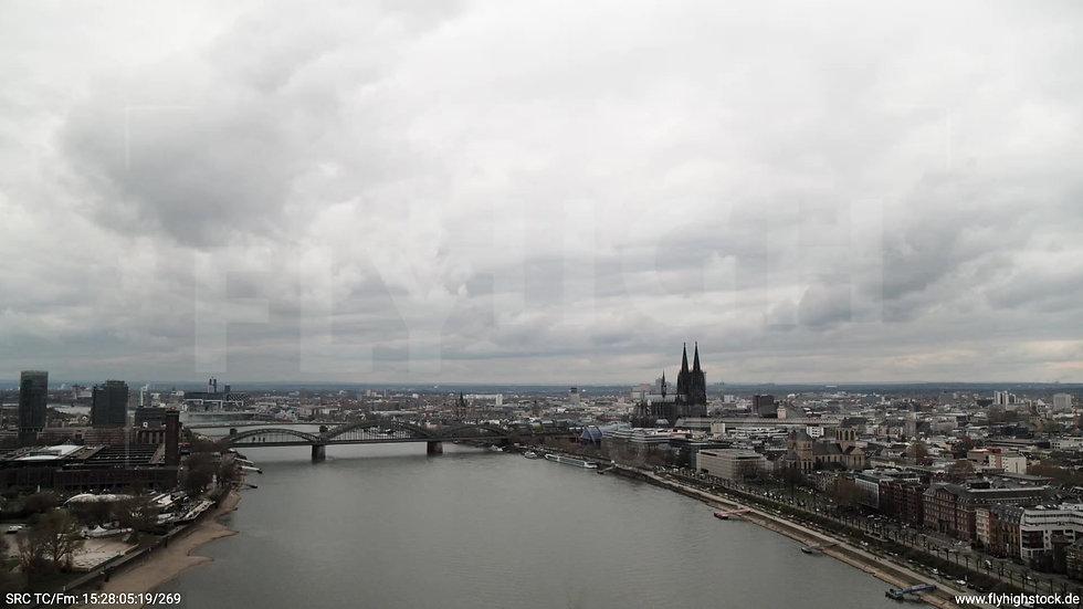 Köln Westufer Skyline Zuflug tagsüber 3