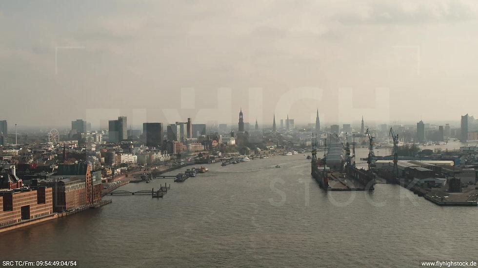 Hamburg Hafen Überflug Elbe tagsüber 2