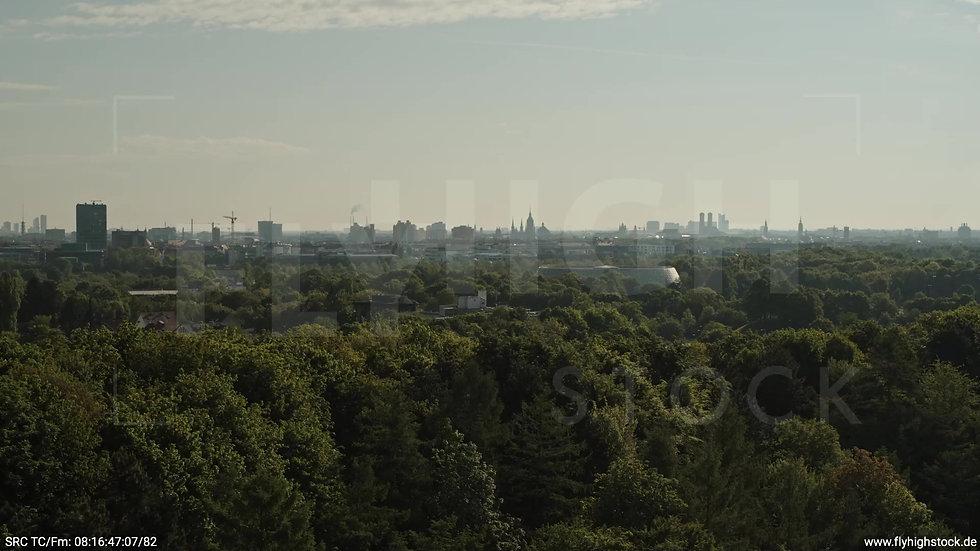 München Westpark West Skyline Rückflug nach oben tagsüber 2