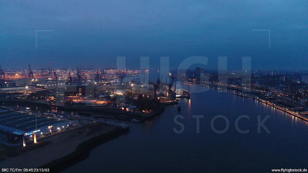 Hamburg Hafen Parallelflug Industrie morgens