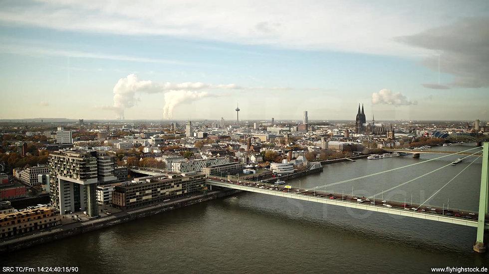Köln Poller Wiesen Dom Skyline Rückflug tagsüber C029_C004