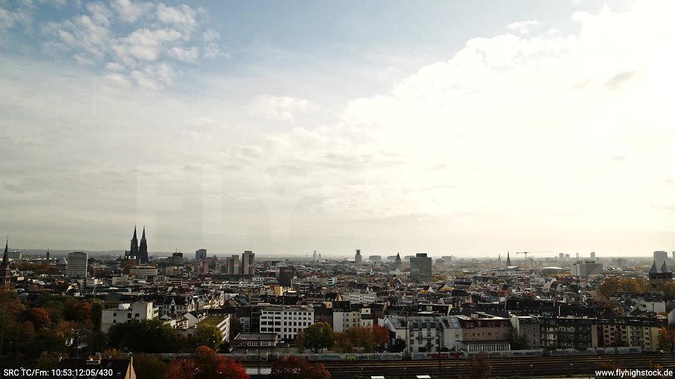Köln Innerer Grüngürtel Skyline tiefer Parallelflug tagsüber C028_C002