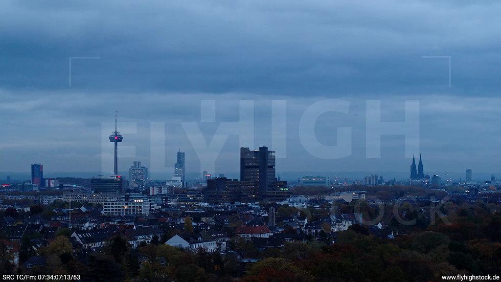 Köln Stadtwald Skyline Zuflug morgens C020_C013