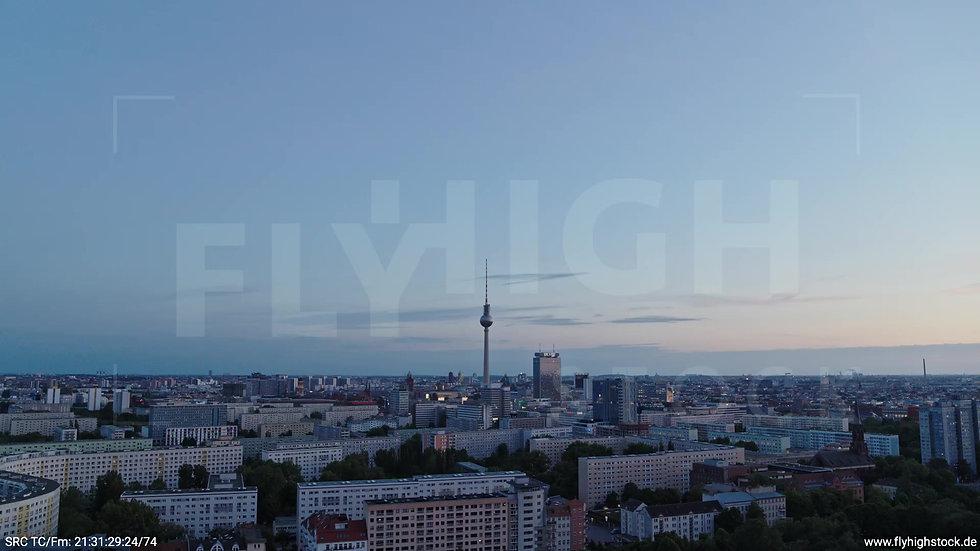 Berlin Volkspark Friedrichshain Alexanderplatz Skyline Rückflug abends 6