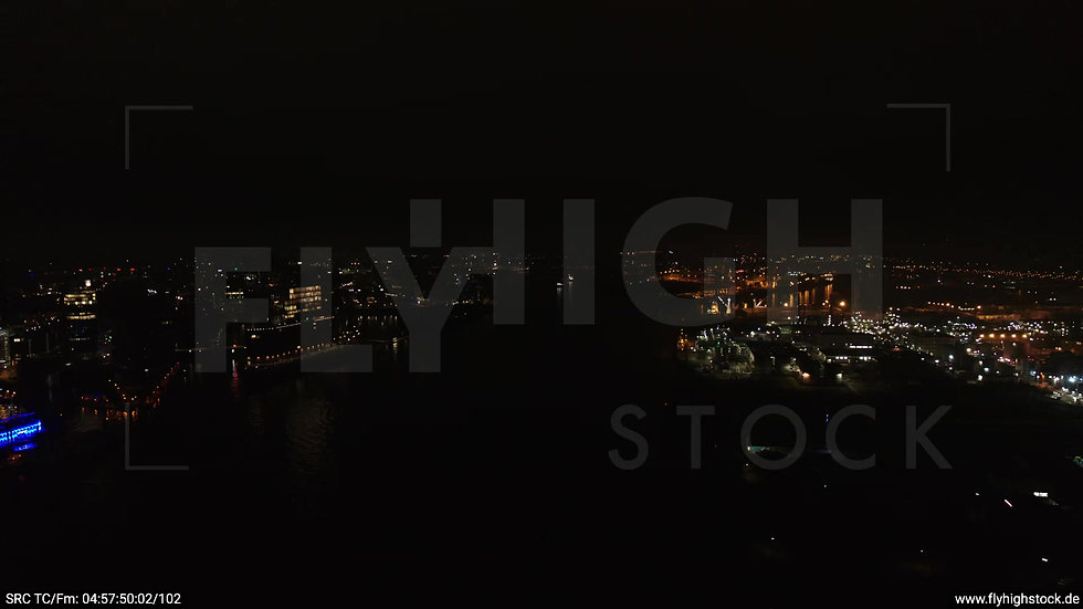 Hamburg Hafen Skyline Schwenk nachts