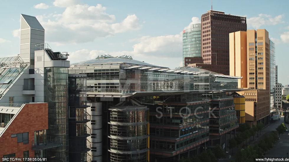 Berlin Potsdamer Platz Sony Center Hub tagsüber D032_C011