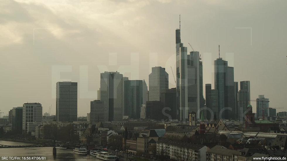 Frankfurt Alte Brücke Rückflug Skyline tagsüber 3