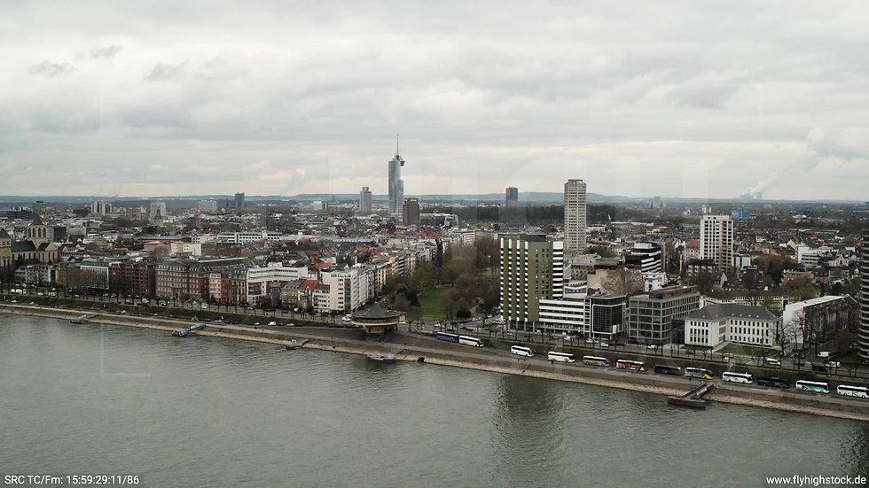 Köln Westufer Skyline Parallelflug tagsüber 5