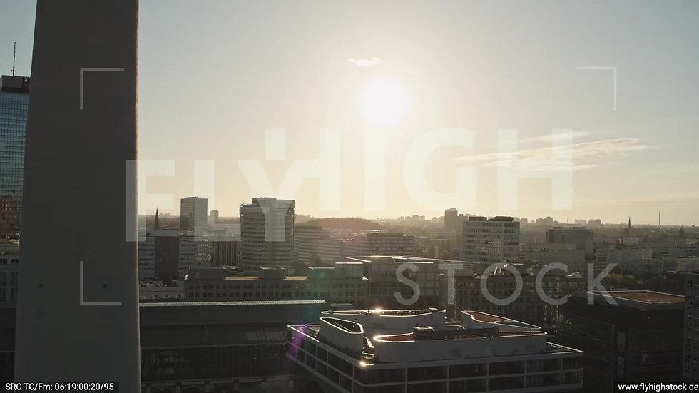 Berlin Neptunbrunnen Ost Skyline Rückflug nach oben morgens D038_C005