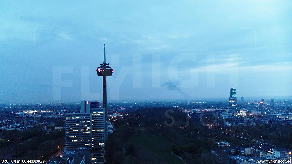 Köln Innerer Grüngürtel Colonius Fernsehturm Parallelflug morgens 2