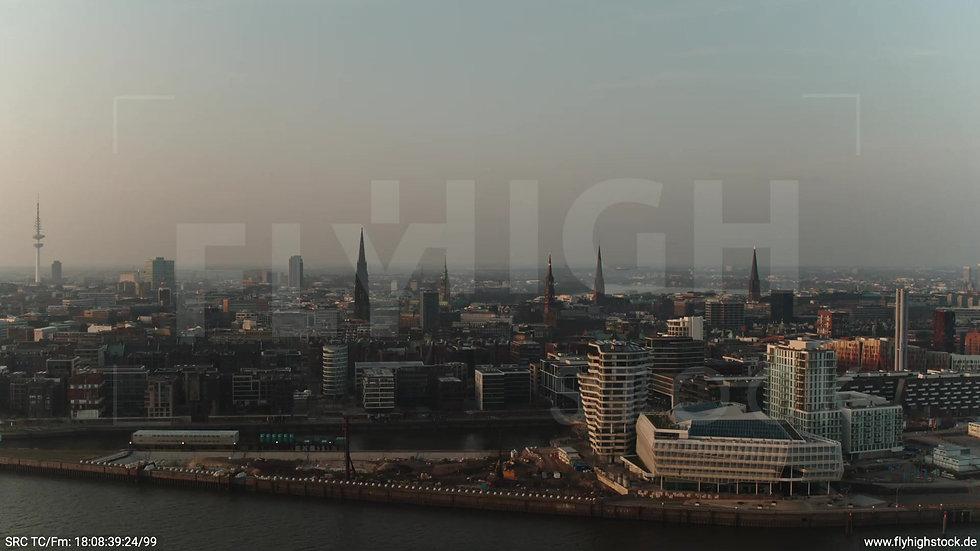 Hamburg Südwesthafen Rückflug Marco-Polo-Tower abends