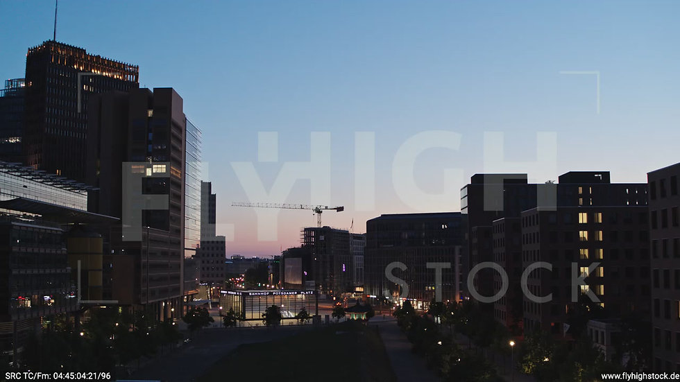 Berlin Potsdamer Platz Hub morgens D033_C001