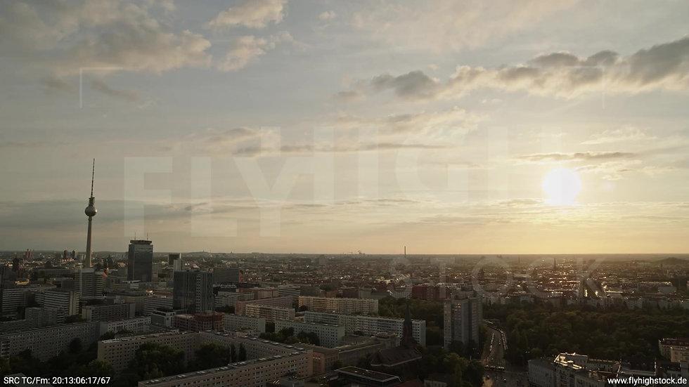 Berlin Volkspark Friedrichshain Alexanderplatz Skyline Rückflug abends 3
