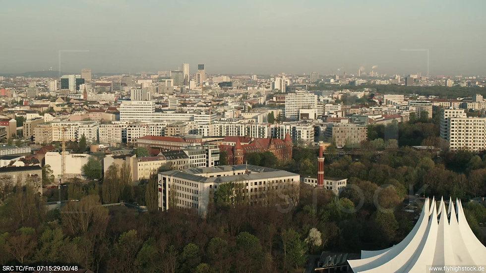 Berlin Hallesches Ufer West Skyline Zuflug morgens