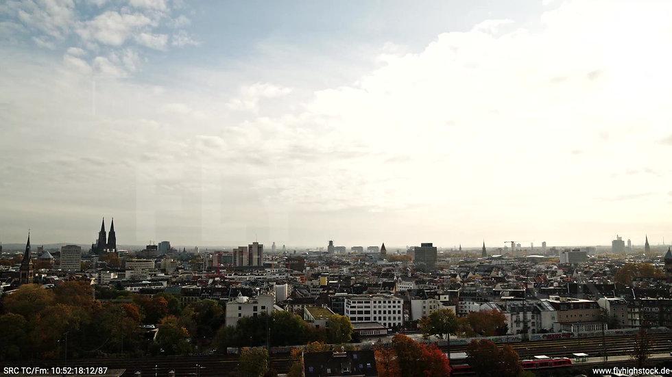 Köln Innerer Grüngürtel Skyline tiefer Parallelflug tagsüber C028_C001