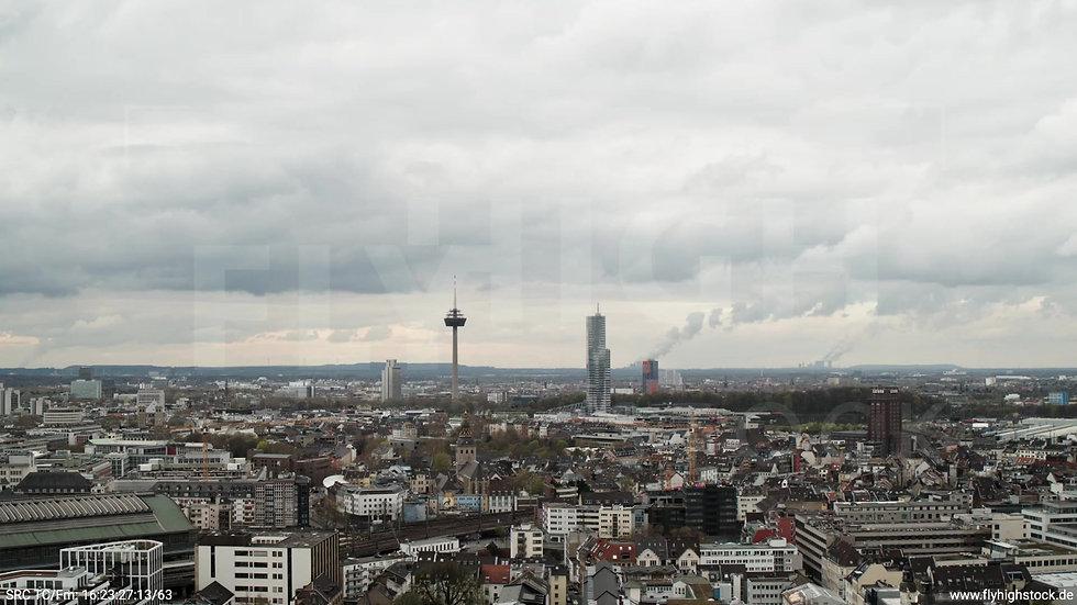 Köln Westufer Skyline Parallelflug tagsüber 8
