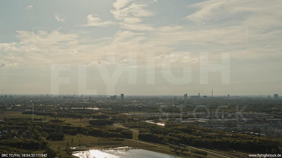 München Riemer Park Skyline Hub tagsüber 2