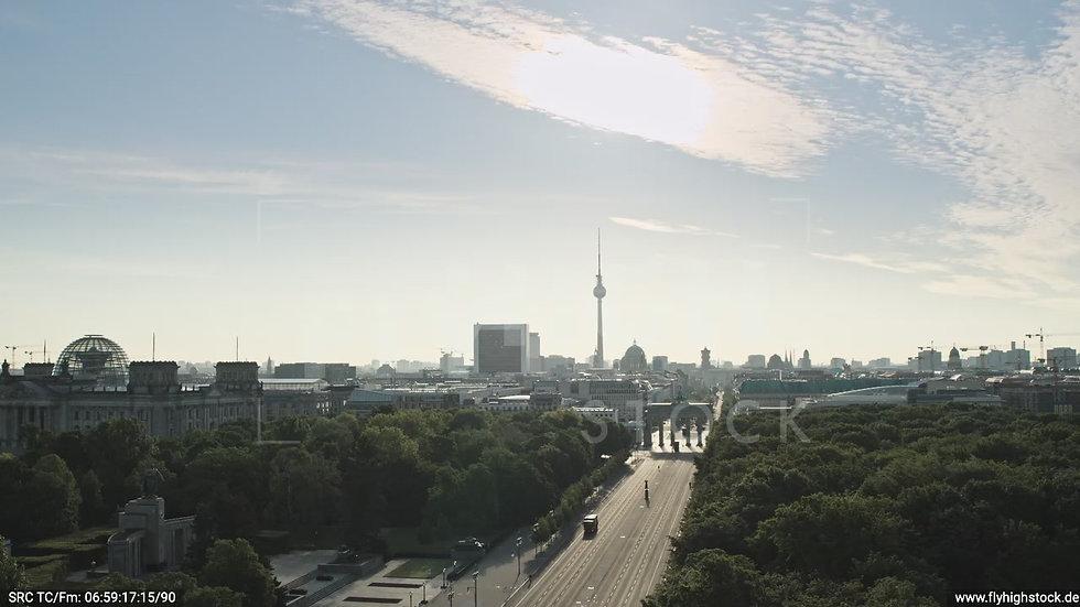 Berlin Tiergarten Brandenburger Tor tiefer Zuflug morgens D030_C020