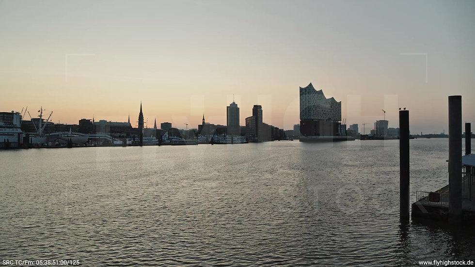 Hamburg Hafen Skyline Zuflug nach oben morgens 3