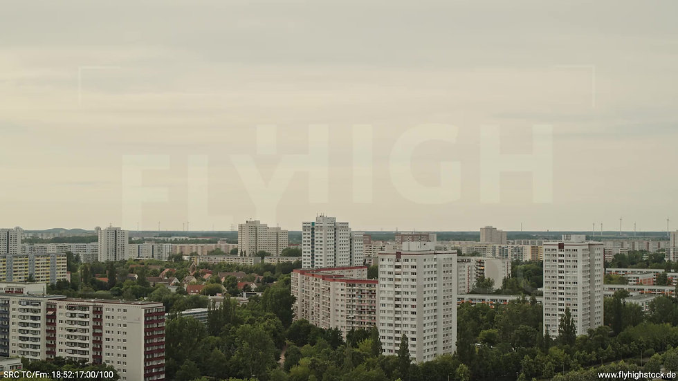Berlin Marzahn Skyline Parallelflug tagsüber 12
