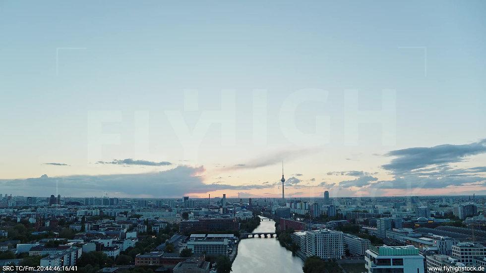 Berlin East Side Gallery Skyline Rückflug abends 3