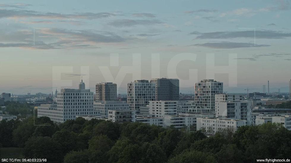 München Hirschgarten Skyline Parallelflug morgens 4