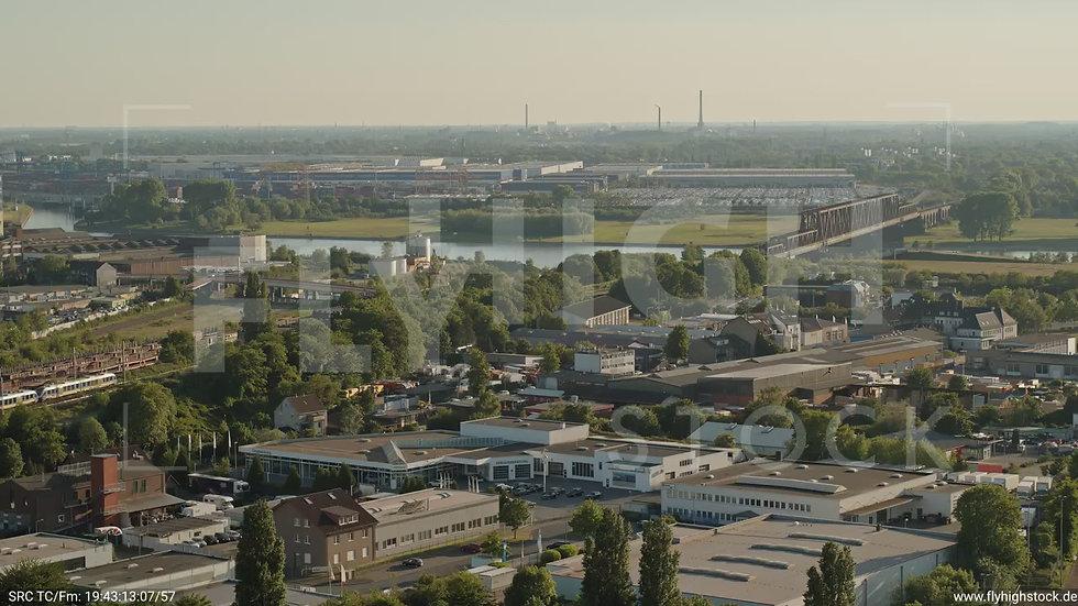 Duisburg Akkurt Wasserturm Zuflug nach unten G005_C023