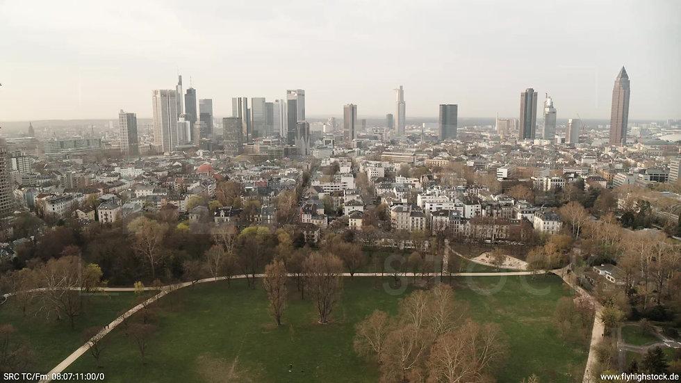 Frankfurt Grüneburgpark Zuflug Skyline morgens 11