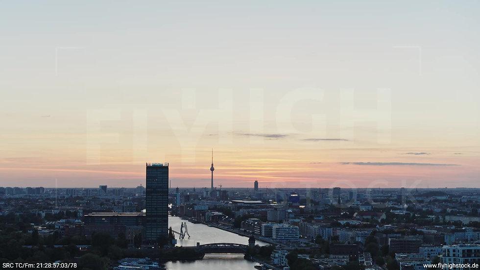 Berlin Treptower Park Skyline Rückflug abends 3