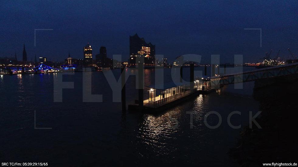 Hamburg Hafen Hub Elbe Elbphilharmonie morgens