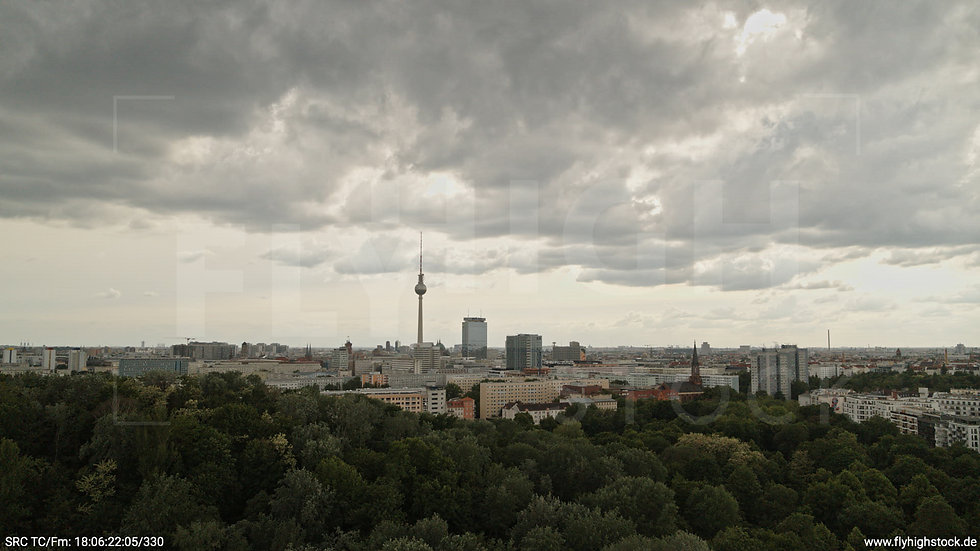 Berlin Volkspark Friedrichshain Alexanderplatz Skyline Hub tagsüber 2