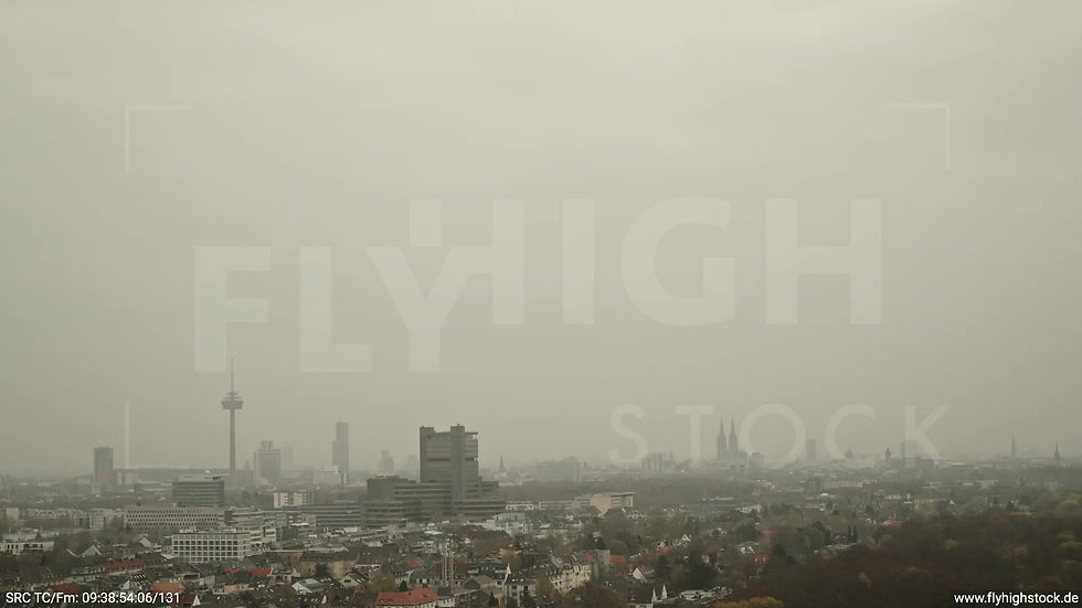 Köln Stadtwald DKV Skyline Parallelflug tagsüber 2