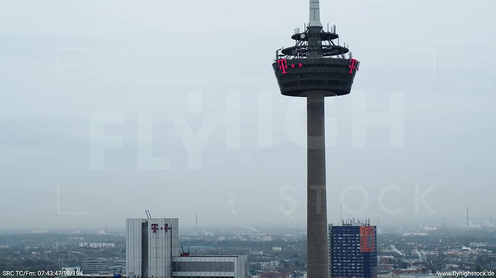 Köln Innerer Grüngürtel Colonius Fernsehturm Rückflug nach unten morgens 2