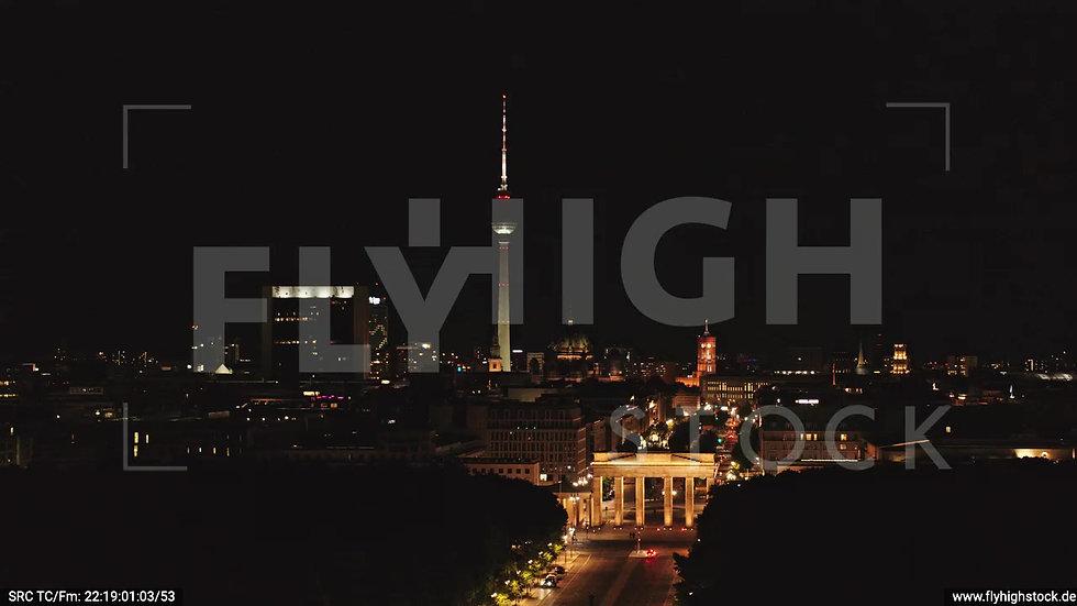 Berlin Tiergarten Brandenburger Tor Zuflug nachts D044_C001