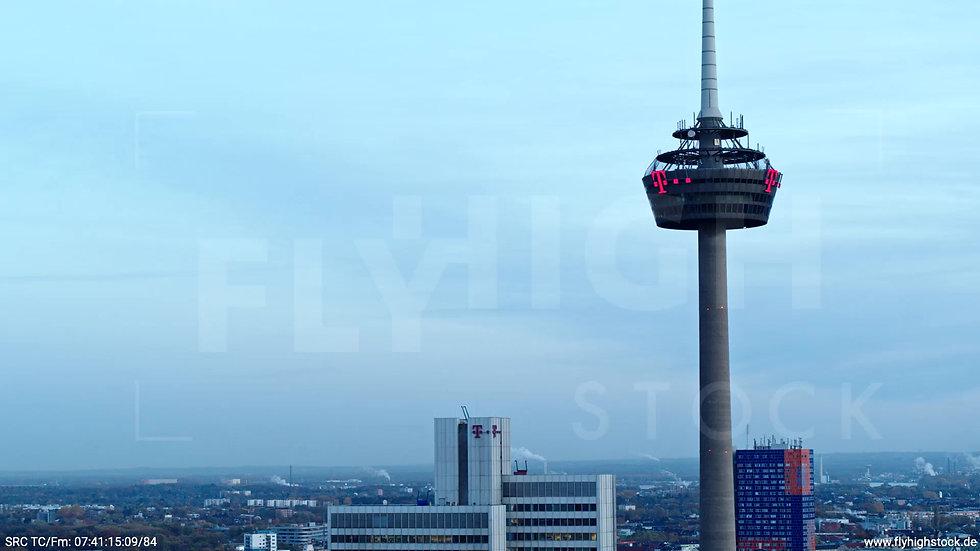 Köln Innerer Grüngürtel Colonius Fernsehturm Zuflug morgens C025_C024