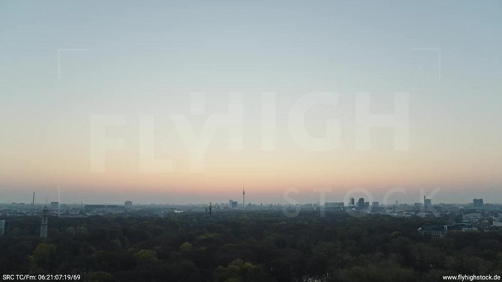 Berlin Tiergarten Skyline Zuflug morgens 3