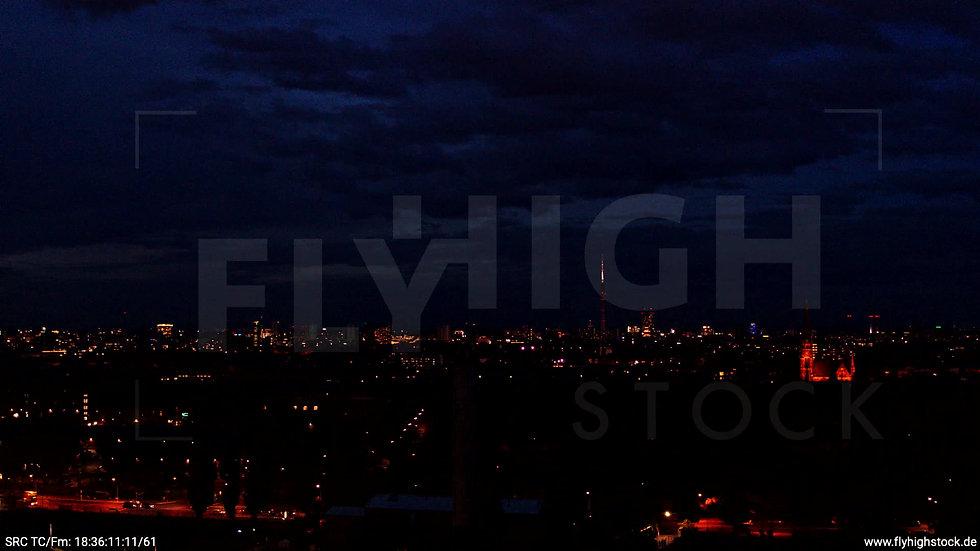 Berlin Flughafen Tempelhof Skyline Rückflug abends D009_C005