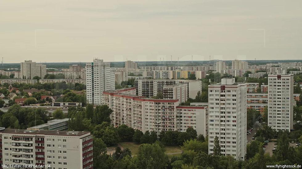 Berlin Marzahn Skyline Rückflug nach oben tagsüber 6