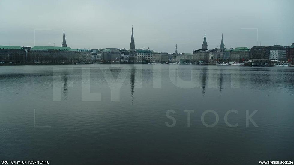 Hamburg Innenalster Zuflug nach oben Jungfernstieg morgens bewölkt Winter