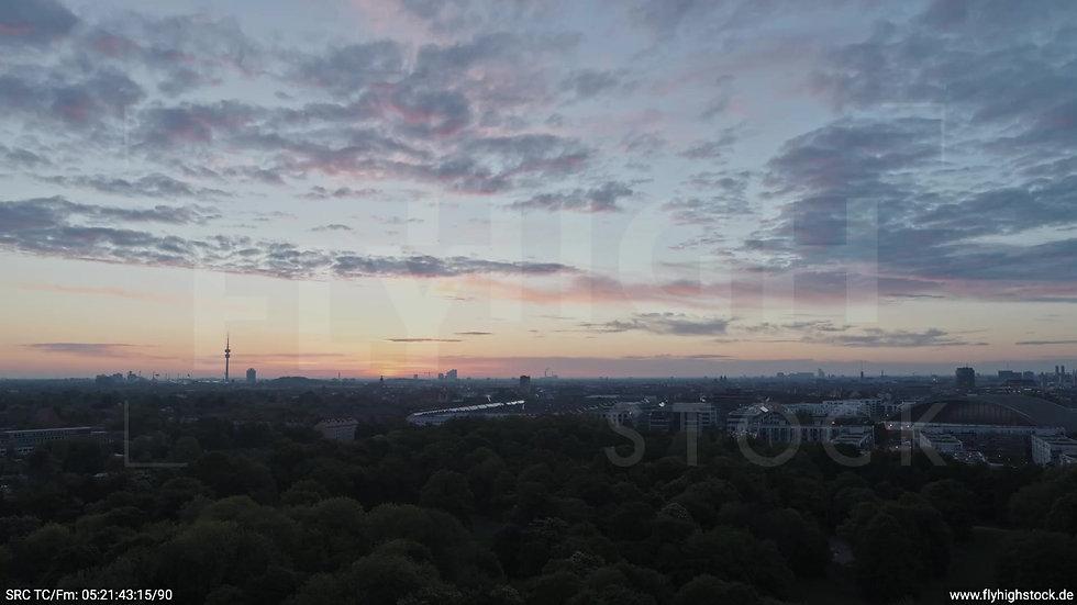 München Hirschgarten Olympiaturm Skyline Zuflug morgens 4