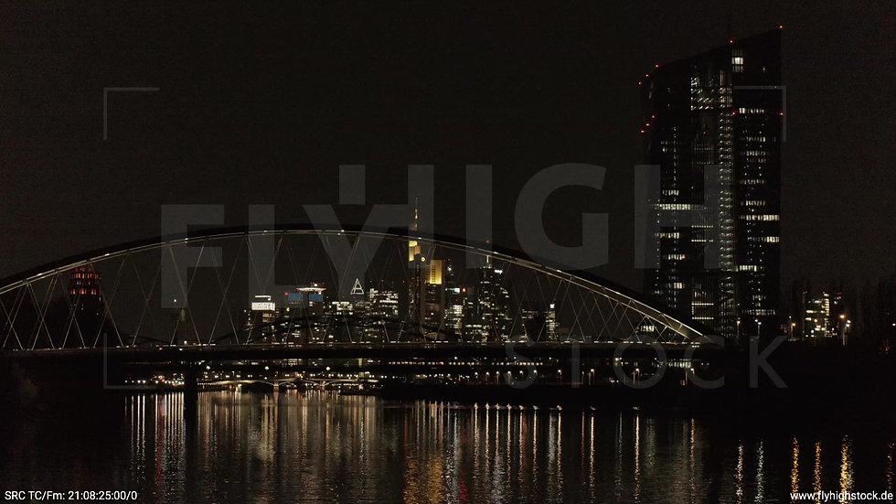 Frankfurt Osthafenbrücke Hub Skyline nachts 2