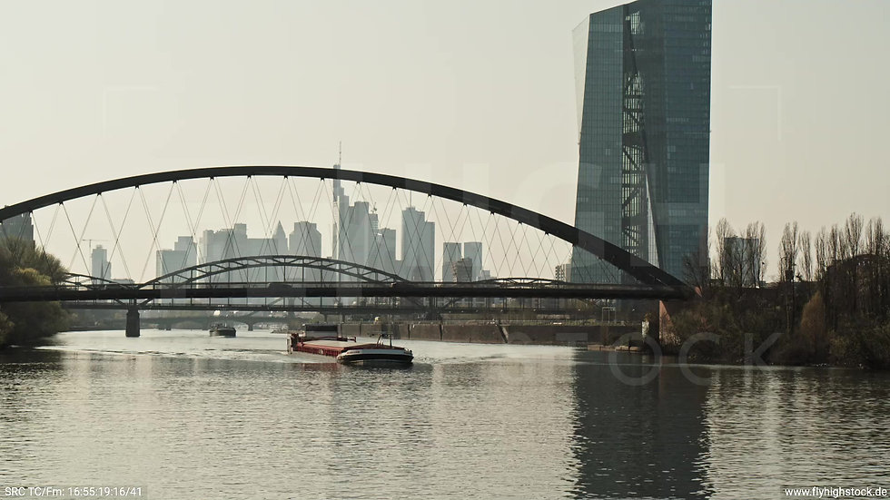 Frankfurt Osthafenbrücke Hub Skyline tagsüber 10