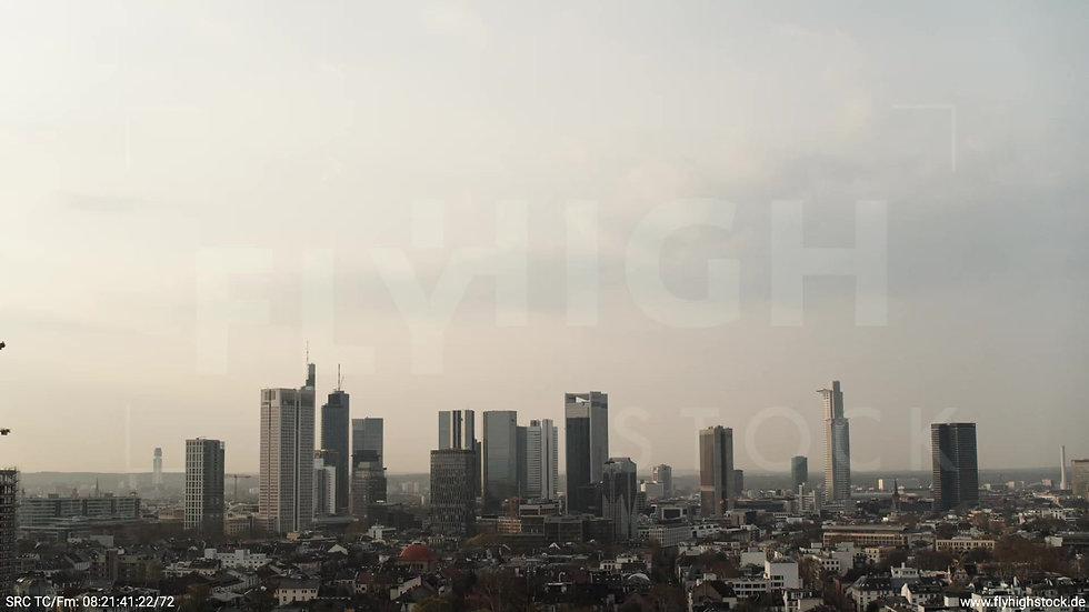 Frankfurt Grüneburgpark Zuflug Skyline morgens 16