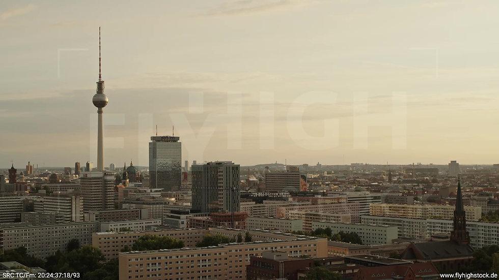 Berlin Volkspark Friedrichshain Alexanderplatz Skyline Rückflug abends 4