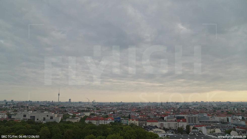 Berlin Hasenheide Skyline Rückflug morgens 9