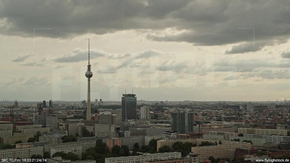 Berlin Volkspark Friedrichshain Alexanderplatz Skyline Zuflug n. u. tagsüber 2