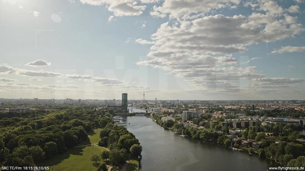 Berlin Treptower Park Skyline Zuflug tagsüber